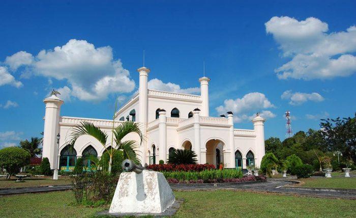 Hasil gambar untuk Istana Kerajaan Siak